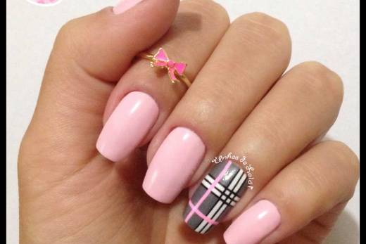 Unhas Decoradas Burberry