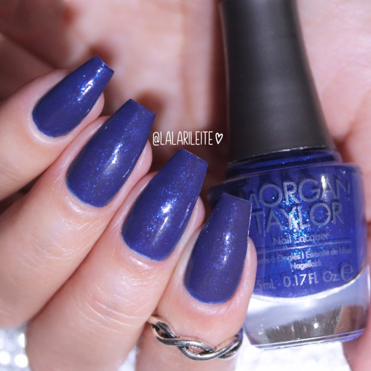 Esmalte Morgan Taylor Thrill Me, esmalte morgan taylor, morgan taylor thrill me, esmalte azul, blue nails, morgan taylor, morgan taylor nail polish, blue nails, blue nail polish, unhas azuis, esmalte azul escuro, azul, azul escuro, larissa leite, lala, unhas da lala, blog unhas da lala, blog de moda, unhas, nails, esmalte
