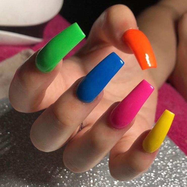 unhas coloridas, moda unhas, tendência unhas, unhas coloridas 2019, uma unha de cada cor, unhas 2019, unhas 2020, unhas verão 2019, unhas verão 2020, unhas da moda, cores da moda, unhas da lala, unhas quadradas, unhas stiletto, unhas bailarina, unhas redonda, unhas almond, vsco nails, unhas vsco, larissa leite, lalá, blog de unhas