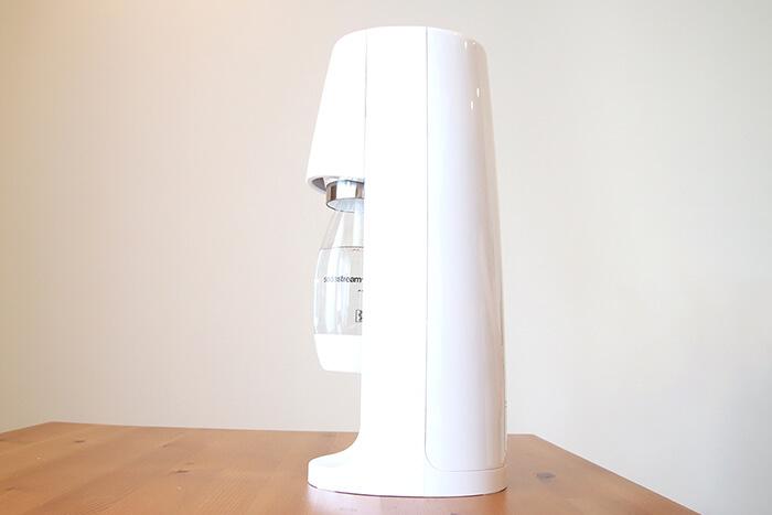ソーダストリームスピリット本体に水が入った500mlの専用ボトルをセット完了