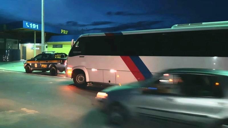 Macaíba: Dois motoristas são detidos após flagra de alternativos com passageiros em pé