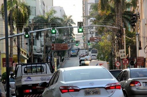 Pedidos de manutenção têm redução de 40,1% desde a implantação dos semáforos inteligentes em Cuiabá