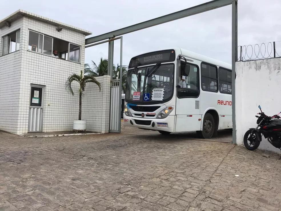 Ônibus de todas as empresas de Natal estão circulando, mas com 20% da frota