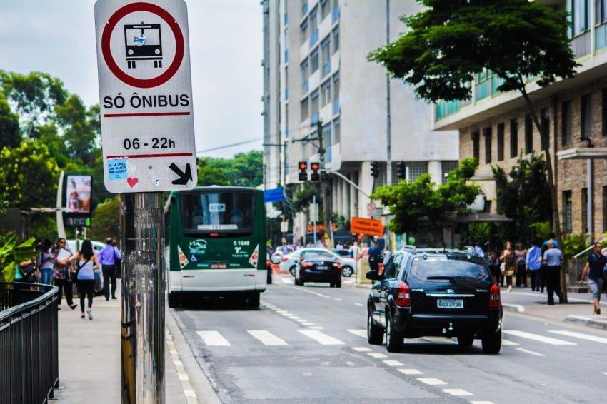 """CCJ da Câmara dá parecer favorável a """"ônibus por aplicativo na cidade"""" de São Paulo"""