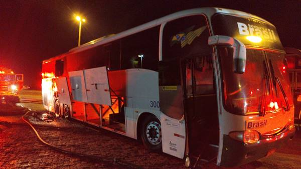 Ônibus da Transbrasil que iria de Goiânia para Natal pega fogo na BR-060
