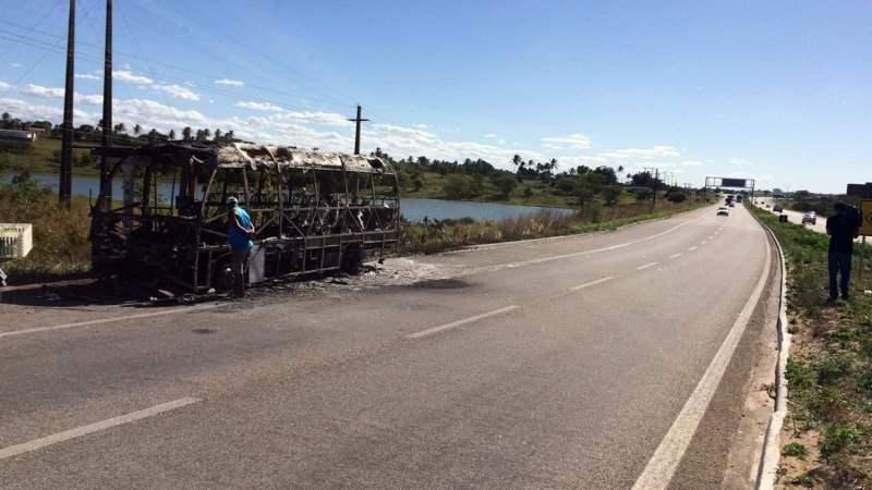 Empresa será indenizada pelo Estado após ter micro-ônibus incendiado por ordem de presidiários