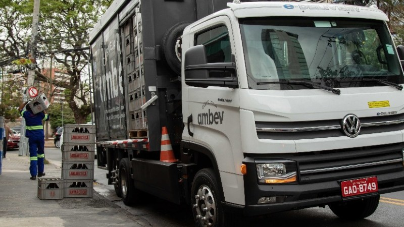 Caminhão elétrico VW e-Delivery supera 30 mil quilômetros em testes em parceria com a Ambev