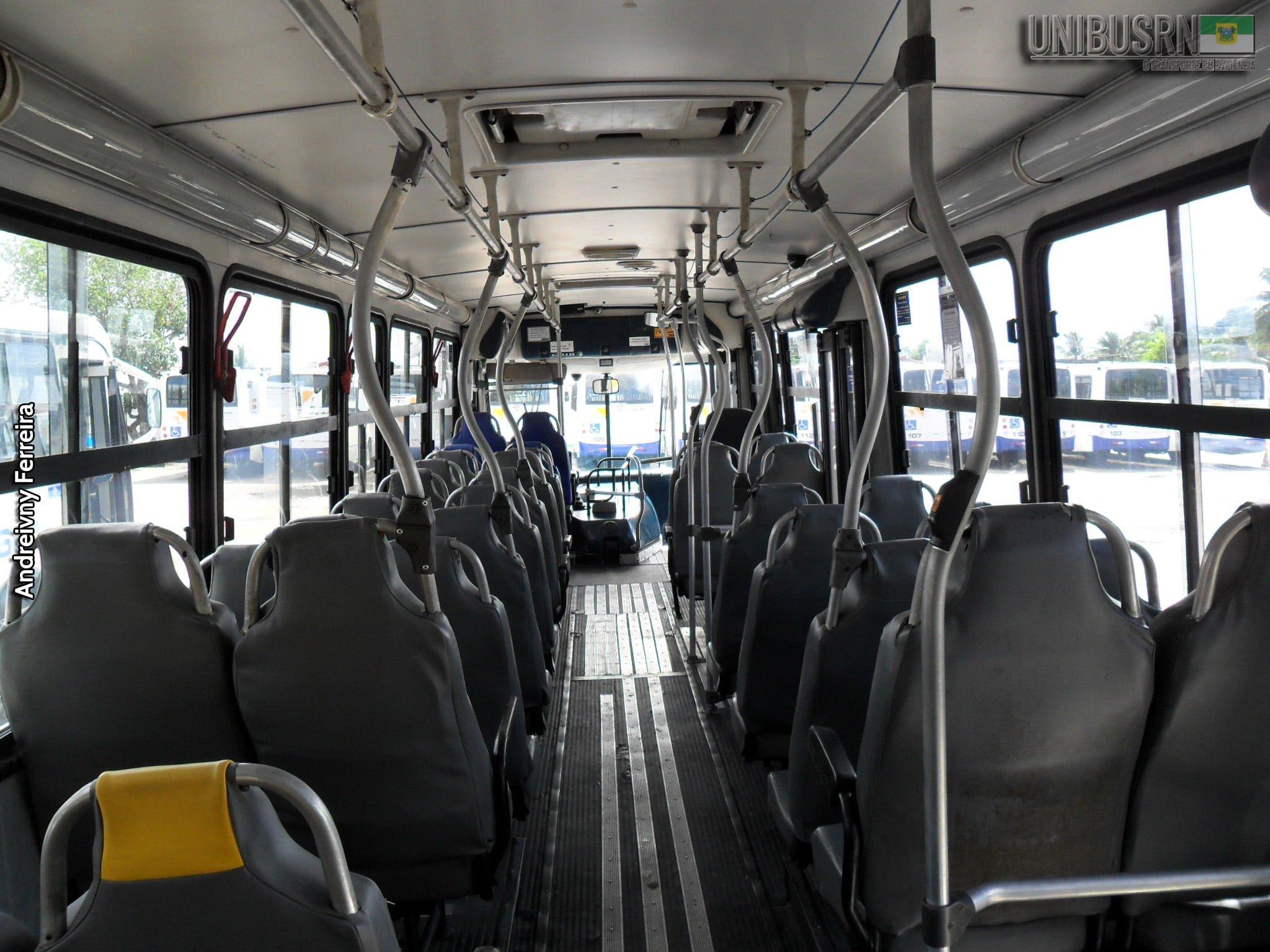 Projeto de Lei de senadora permite trabalho de vendedores ambulantes dentro de ônibus