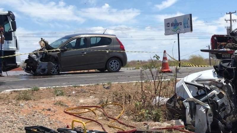 Homem morre após carros baterem de frente na BR-304, em Assú