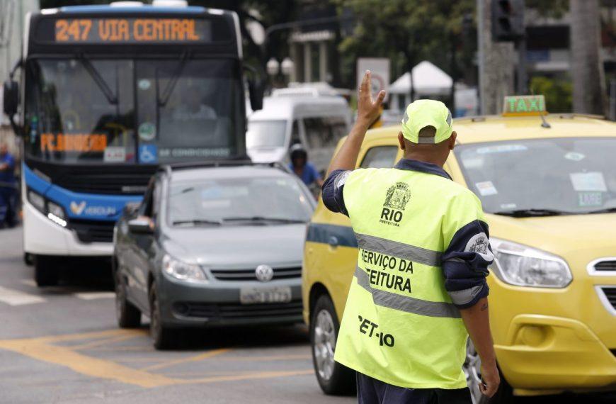 Prefeitura do Rio de Janeiro oferecerá bônus salarial a servidores que aplicarem mais multas de trânsito; especialistas criticam medidas