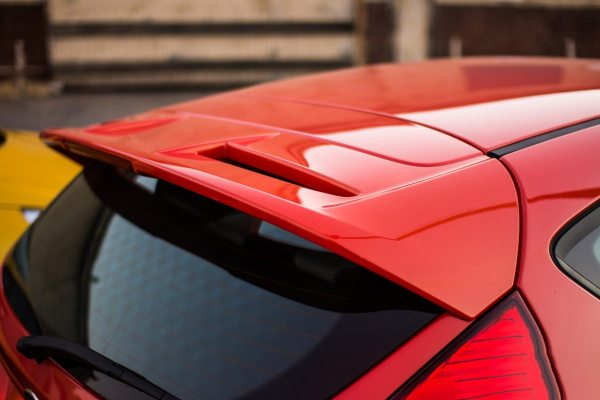 2014-Ford-Fiesta-ST-roof-mounted-spoiler