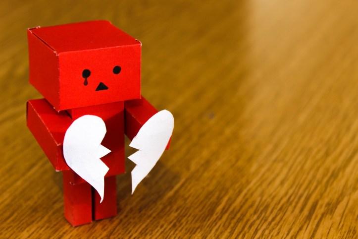 Paper robot with broken heart