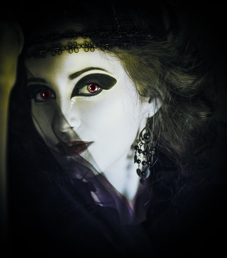 Vampire lady with a black veil