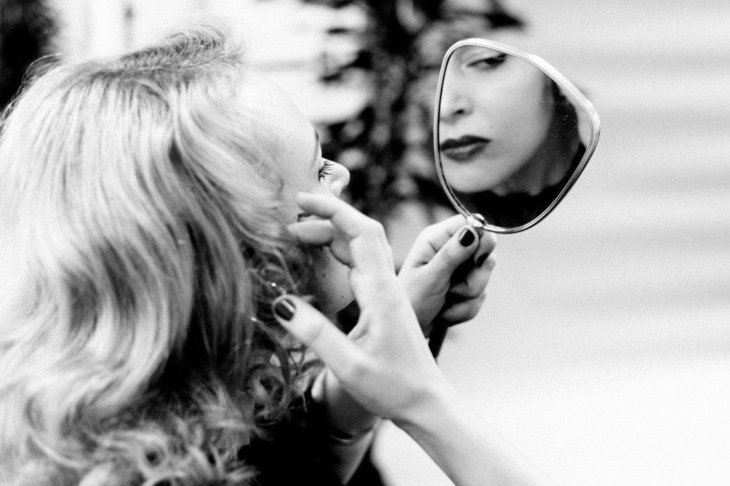 Lola Vavoom image with mirror in black and white  by Peter Pan photography