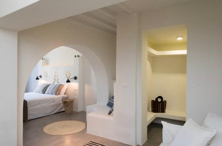 Swinger in Mykonos Greece room in villa for greek swinger holiday island getaway