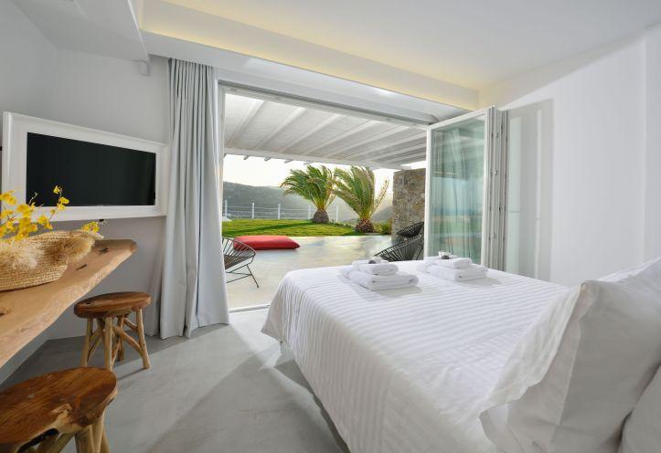 Swingers in Mykonos holiday villa room for October 2021