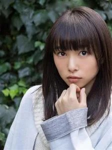 桜井日奈子の最新水着画像は?腹筋がヤバすぎるw目が不自然で変?