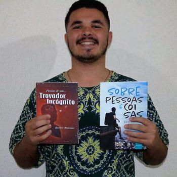 Com dois livros publicados, estudante de Jornalismo se inspira na vida para escrever poesias