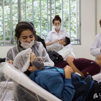 Jovens do projeto Convivência Social do UNIFATEA participam de workshop de beleza