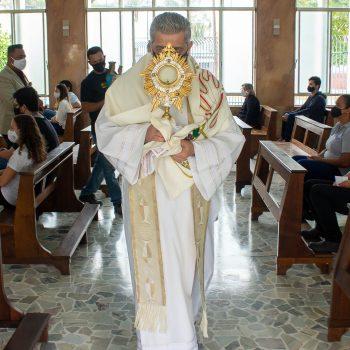 Colaboradores do UNIFATEA fazem a abertura do mês de Nossa Senhora Auxiliadora, um período importante para quem faz parte da Rede Salesiana