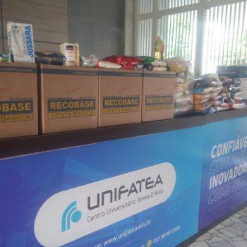 UNIFATEA realiza entrega de alimentos arrecadados às famílias carentes