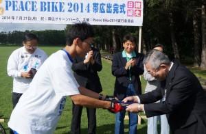 帯広副市長に平和メッセージを伝達(7月21日)
