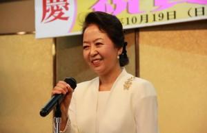 祝辞を述べる李海玉総会長夫人