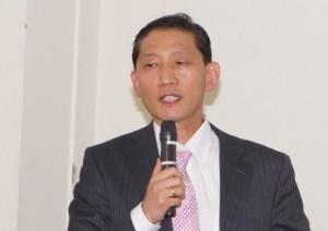 駿河区のファミリー復興会でメッセージを語る李倉培教区長
