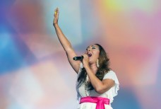 神アメリカ希望前進大会でスペルシンガーのジョアン・ロザリオ氏が熱唱 世界平和統一家庭連合News Online