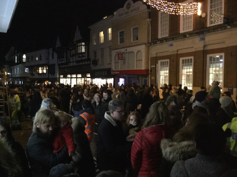 crowds-at-canterbury-christmas-lights