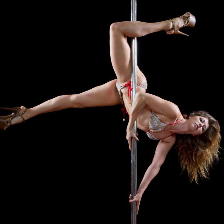 Pole-Dancing-Entertainment