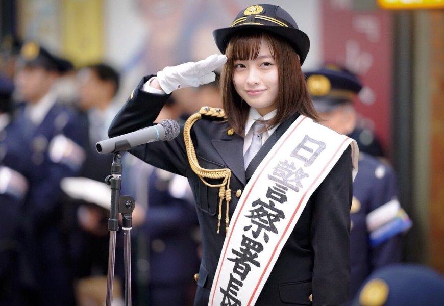 天使橋本環奈這次不當 JK 改當警察署長,好想被她逮捕啊