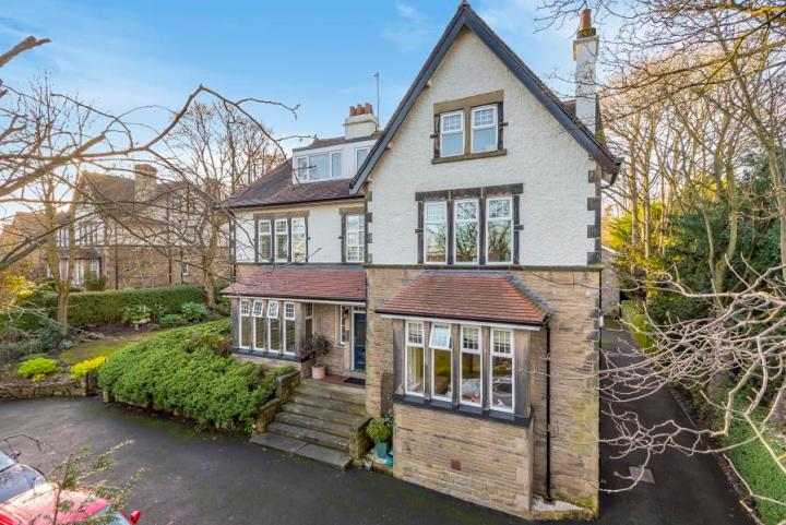 Roundhay places to live leeds