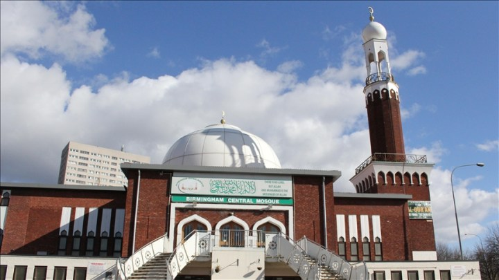 how many mosques are there in the UK