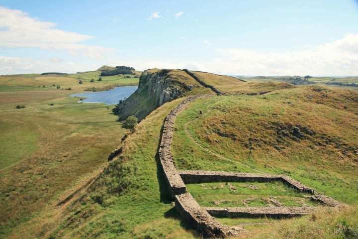 hadrians wall places to hike
