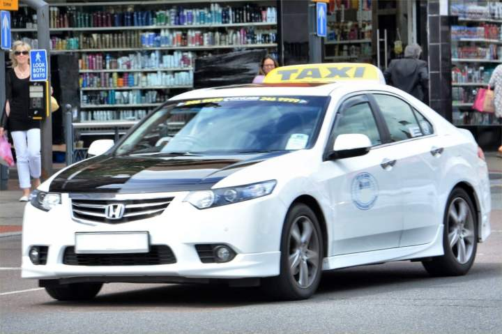 taxis in leeds