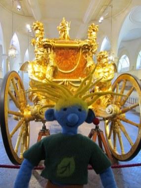 Uff, die riesige goldene Krönungskutsche