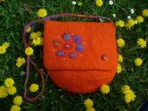 orange Tasche mit Blueten