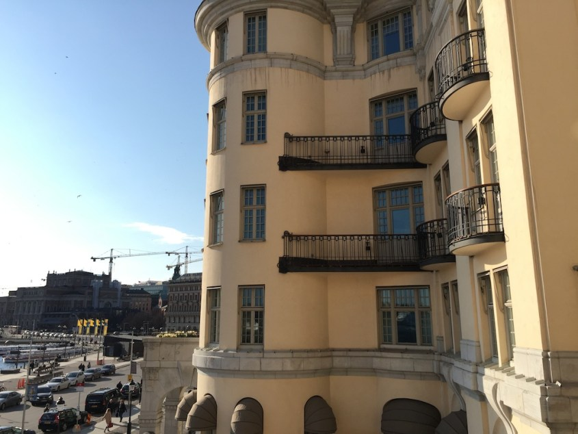 utsikt til Grand Hotel fra Lydmar Hotel, Stockholm.