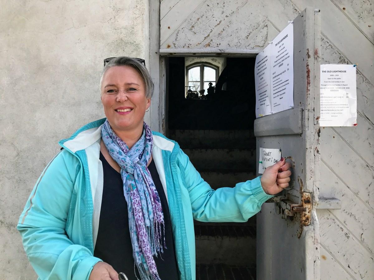 Ruth Ellegård i fyrtårnet på Jomfruland. Foto: Cecilie Moestue/unikesteder.no