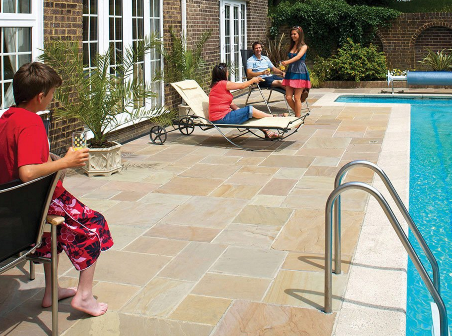 Blending Indoor and Outdoor Living Spaces with a Seamless ... on Seamless Indoor Outdoor Living id=15647
