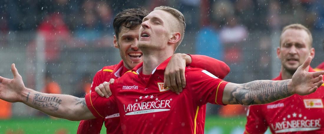 Polter celebrates his goal