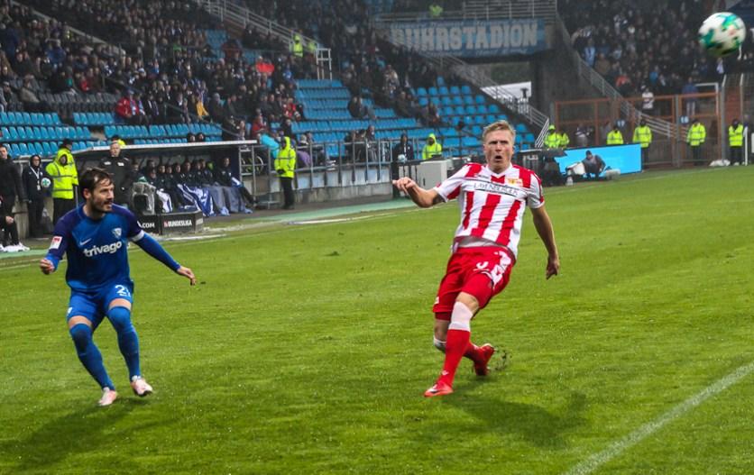 Pedersen lets Bochum put in a high cross