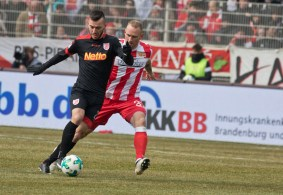 Toni Leistner can't get the ball