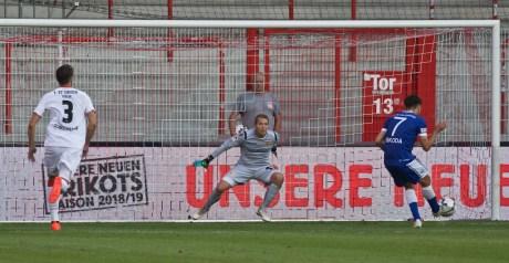 Penalty - Altglienicke make it 1:3