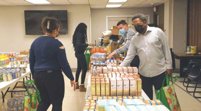 Linden provides Thanksgiving goods to needy families
