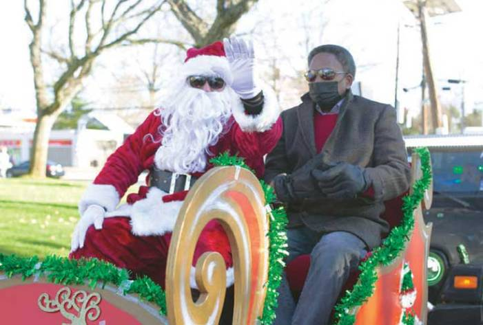 Santa arrives to spread cheer in Linden