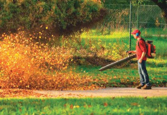 Summit Council approves pilot program to ban gas-powered blowers