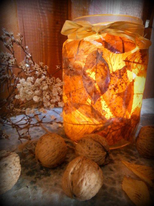 Skúšali ste už z jesenného lístia vyrobiť svietnik? (Foto: Lenka Novotná)