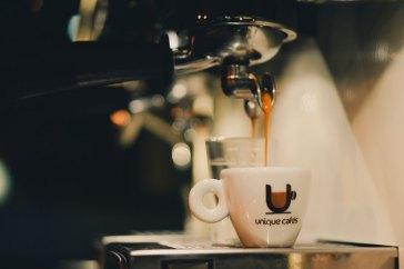 Primeiro passo para fazer caipirinha com café